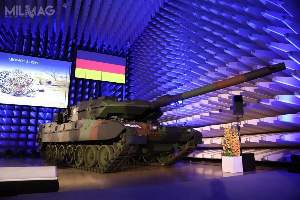 Przedsiębiorstwo Krauss-Maffei Wegmann przekazało niemieckim siłom zbrojnym pierwszy seryjny zmodernizowany czołg podstawowy Leopard 2A7V. Do2023 Bundeswehra odbierze wramach umowy z2017 roku 104 takie pojazdy / Zdjęcia: KMW, BAAINBw