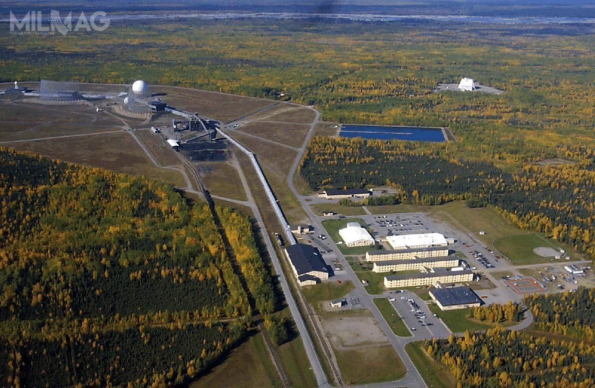 Budowa infrastruktury nowego posterunku radiolokacyjnego wbazie lotniczej Clear naAlasce dobiegła końca wczerwcu. Dobudowy samego budynku radaru wykorzystano około 1800 t stali / Zdjęcie: US Army Corps of Engineers