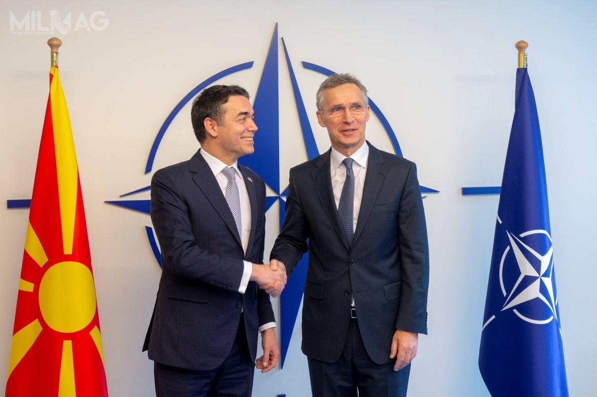 Podpisanie protokołu akcesyjnego doNATO było możliwe dzięki porozumieniu rządów Północnej Macedonii iGrecji, namocy któregozostała zmieniona sporna nazwa byłej jugosłowiańskiej republiki / Zdjęcie: KG NATO