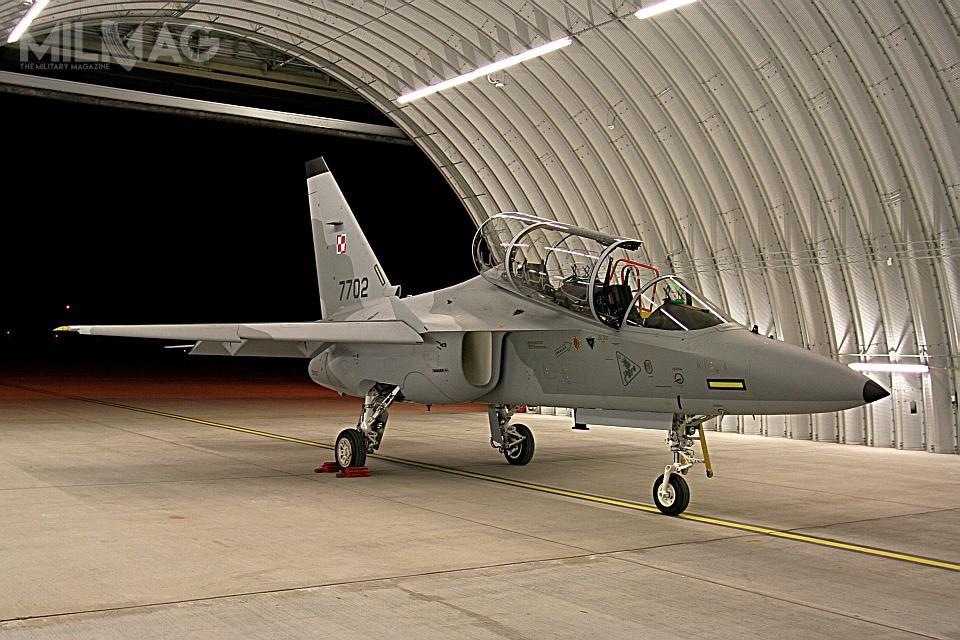 Wraz znowymi samolotami spółka Leonardo dostarczyła specjalistyczne symulatory orazelementy infrastruktury naziemnej. Razem tworzą kompletny system szkolenia zaawansowanego. /Zdjęcia: m-346.com