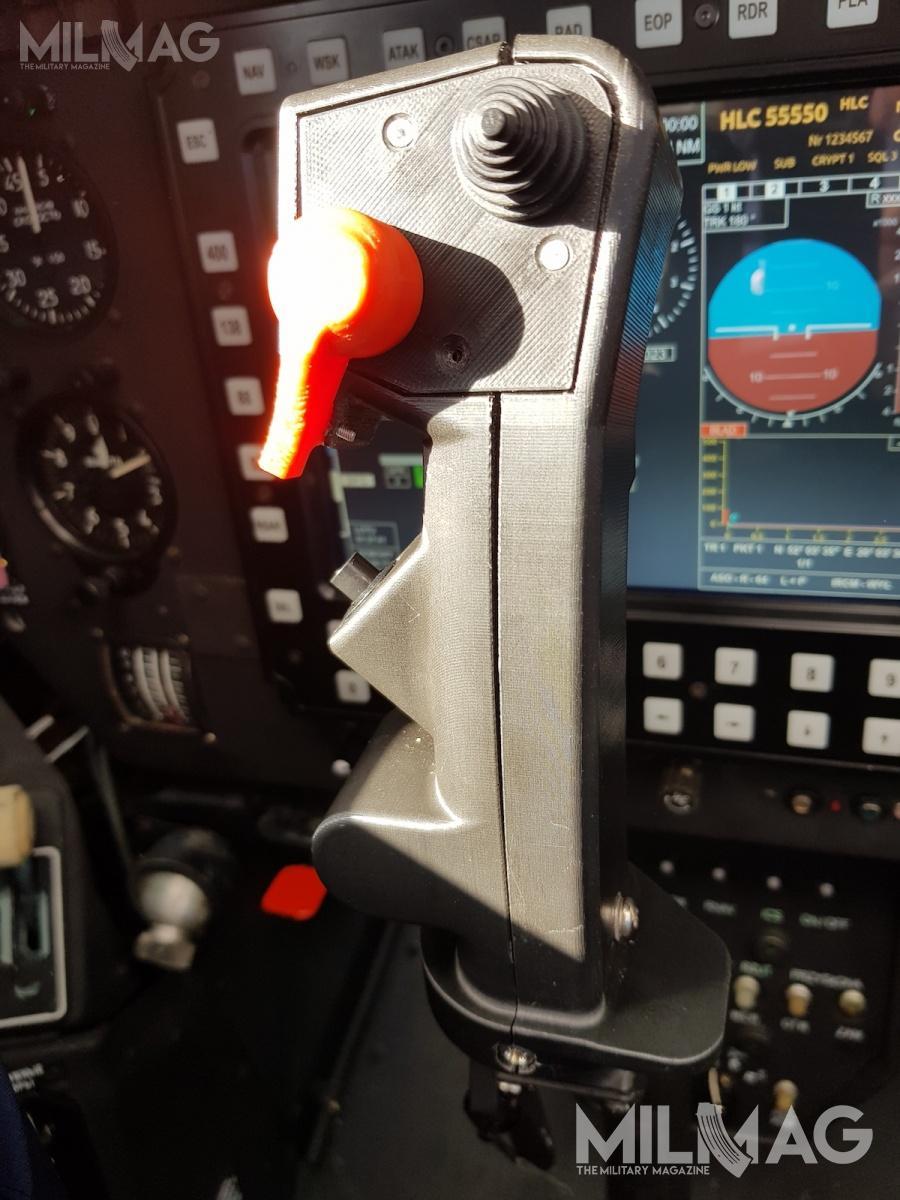Drążek sterowy zzabudowanymi manipulatorami dokontroli systemów pokładowych wtylnej kabinie