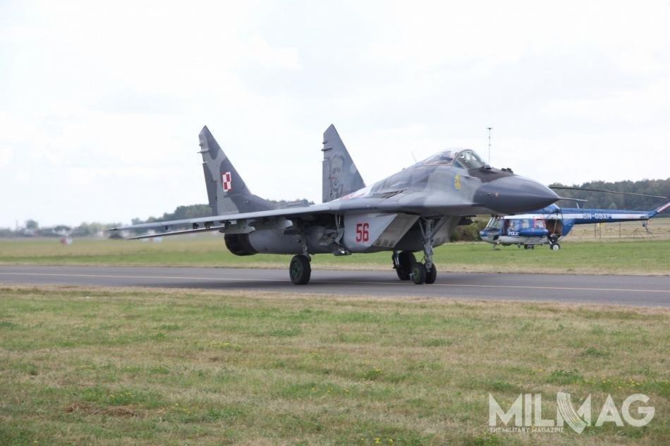 Siły Powietrzne RP operują flotą 18 samolotów myśliwsko-bombowych Su-22M4/UM3K i29 myśliwskich MiG-29A/UB iMiG-29G/GT. Wszystkie zostały jednak uziemione potragicznej wskutkach katastrofie MiG-29A, któramiała miejsce 6lipca wpobliżu Malborka. /Zdjęcie: Jakub-Link Lenczowski