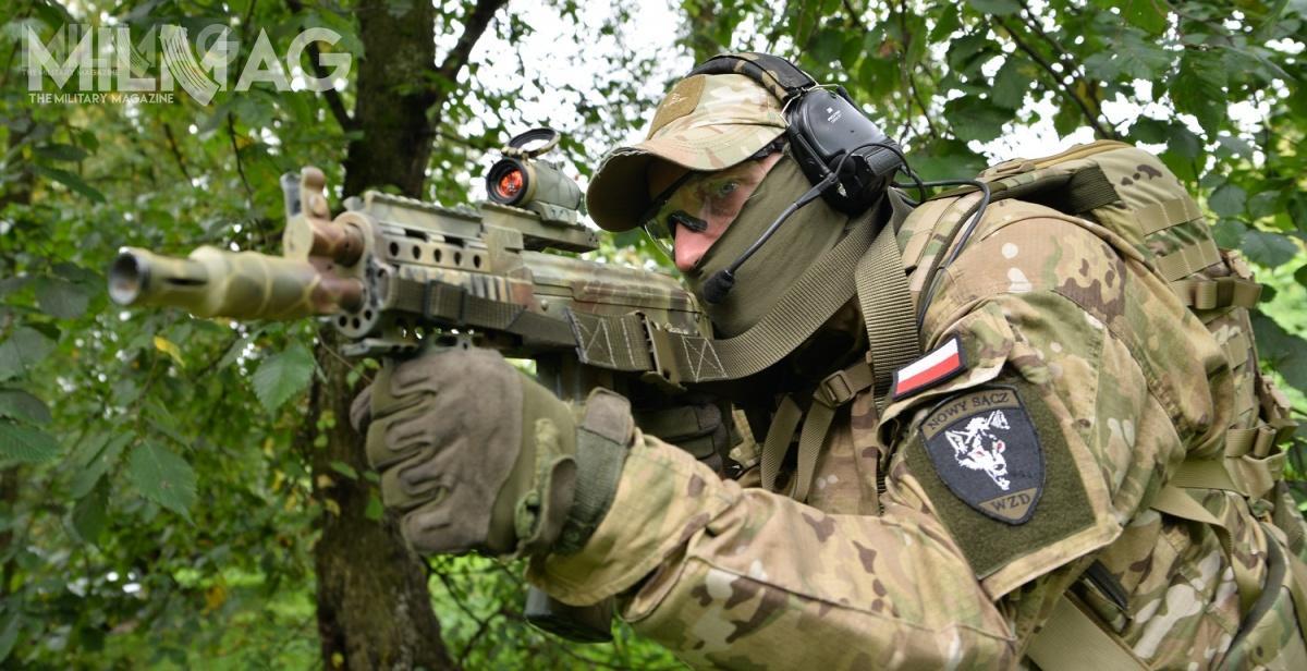 Straż Graniczna zamierza zastąpić dotychczas używane karabinki AKM/AKMS doamunicji 7,62 mm x 39 nowym, skróconym modelem zasilanym nabojem 5,56 mm x 45 NATO. Wyborem pograniczników stał się subkarabinek wz. 96C Mini Beryl z235-mm lufą. Toporęczna, krótka konstrukcja ozasięgu isile ognia znacznie przewyższającej pistolet maszynowy / Zdjęcie: Paweł Ścibiorek