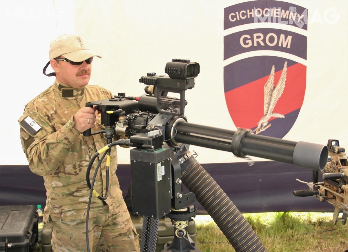 7,62-mm napędowy karabin maszynowy Dillon Aero M134D używany przezJednostkę Wojskową GROM (JWG) / Zdjęcia: Jakub Link-Lenczowski