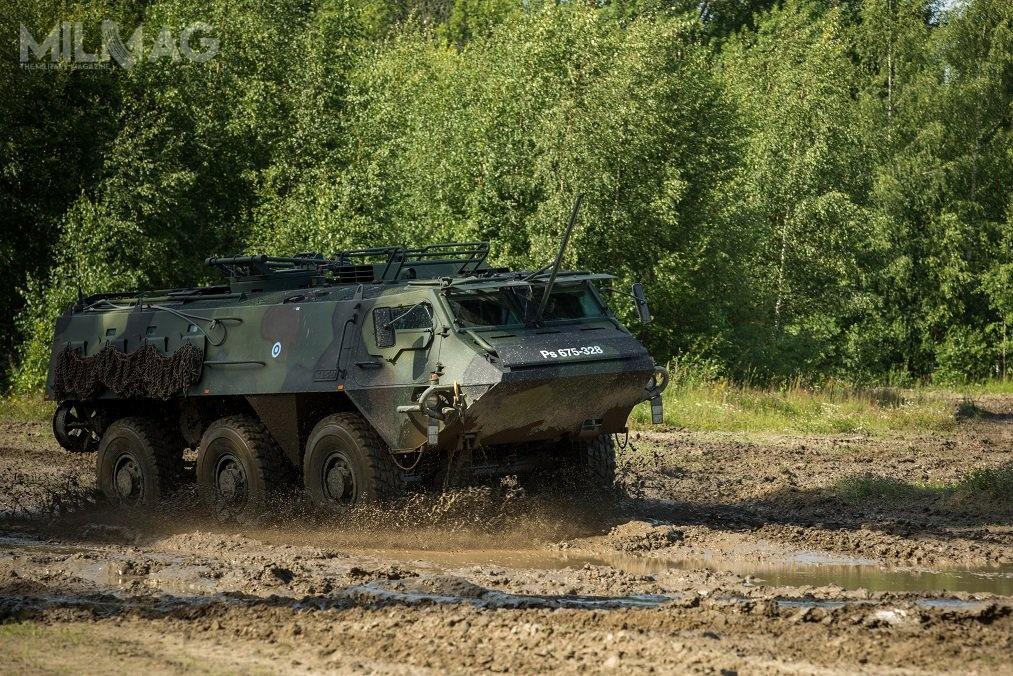 Wyprodukowane wlatach 1980. transportery piechoty Sisu XA-180 6x6 mają dwuosobową załogę imogą przewozić 16 żołnierzy desantu / Zdjęcie: Ministerstwo Obrony Finlandii