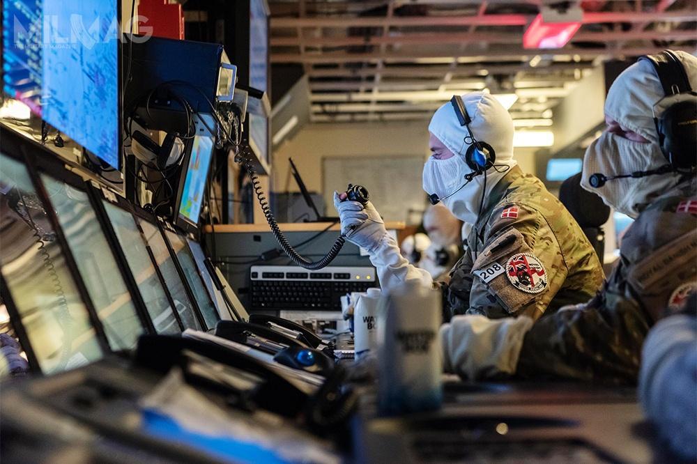 Agencja NCI współpracuje zespółkami zbranży cyberbezpieczeństwa wmiędzynarodowych projektach inteligentnej obrony (Smart Defence). Umożliwia również wymianę ekspertyz, informacji idoświadczeń wprzeciwdziałaniu cyberatakom. Wprzypadku wystąpienia incydentu związanego zcyberbezpieczeństwem, Agencja zapewnia niezbędne wsparcie dla państw członkowskich NATO / Film izdjęcie: NCI Agency
