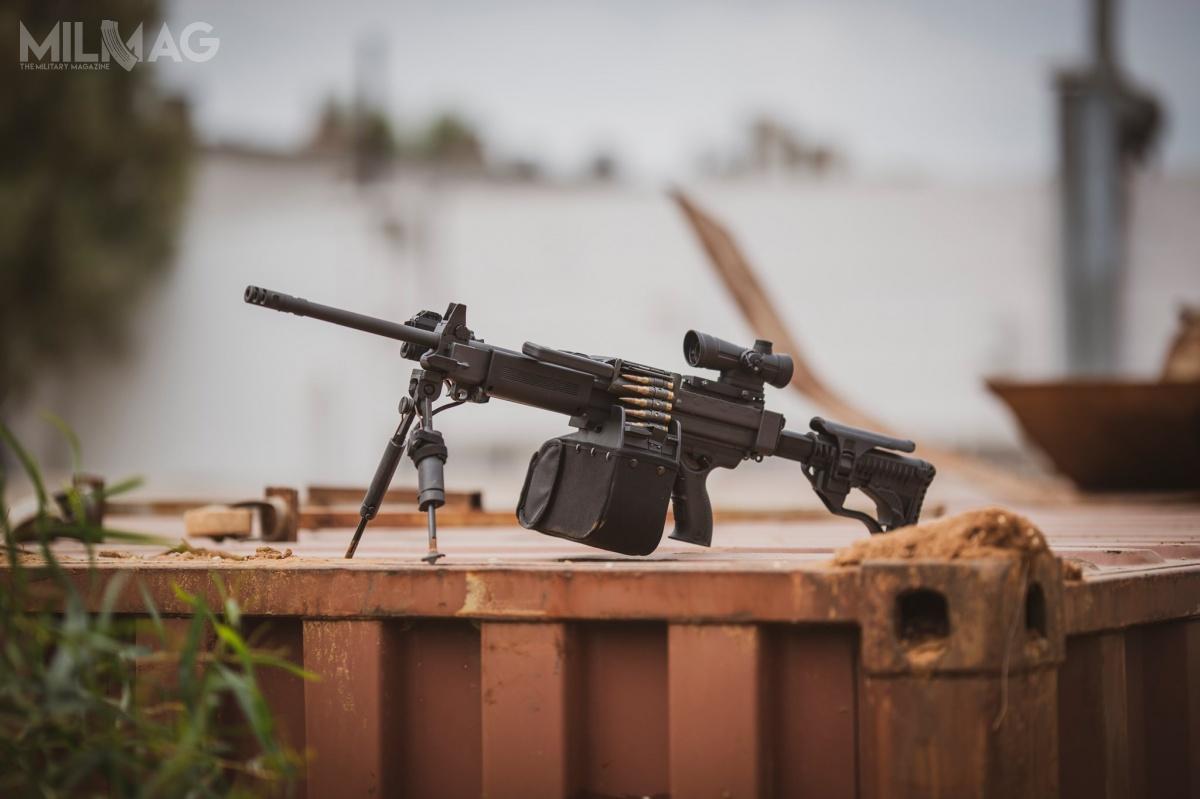 Zamówienie na16 470 erkaemów pokryje tylko38% zapotrzebowania nalekką broń wsparcia wsiłach zbrojnych Indii. Indyjskie wojska lądowe, wojska lotnicze imarynarka wojenna powinny docelowo zakupić 43 tysiące ręcznych karabinów maszynowych / Zdjęcia: IWI