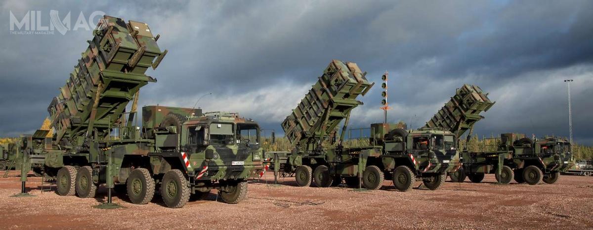 Luftwaffe poinformowała oudziale baterii systemu Patriot wmiędzynarodowych ćwiczeniach Tobruq Legacy 2019, które odbyły się pomiędzy 3a19 czerwca, naCentralnym Poligonie Sił Powietrznych wUstce. Jednak zuwagi naograniczenie przestrzeni powietrznej poligonu do17 km, niemieckie iholenderskie zestawy Patriot ćwiczyły wOśrodku Szkolenia Poligonowego Wojsk Lądowych wWędrzynie / Zdjęcie: Bundeswehra