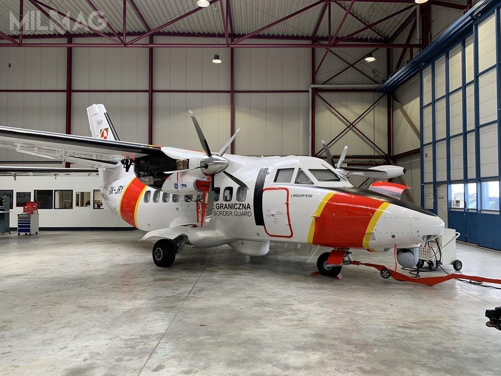 L 410 UVP E-20 ma 14,42 m długości, 19,98 m rozpiętości skrzydeł i5,97 m wysokości. Masa pustego samolotu to4200 kg, natomiast maksymalna masa startowa wynosi 6600 kg. Dwa silniki turbinowe General Electric H80-200 omocy 800 KM (597 kW) każdy, napędzające pięciołopatowe śmigła Avia AV 725, zapewniają prędkość przelotową 405 km/h izasięg do510 km przy ładunku 1500 kg (zasięg maksymalny to1500 km)