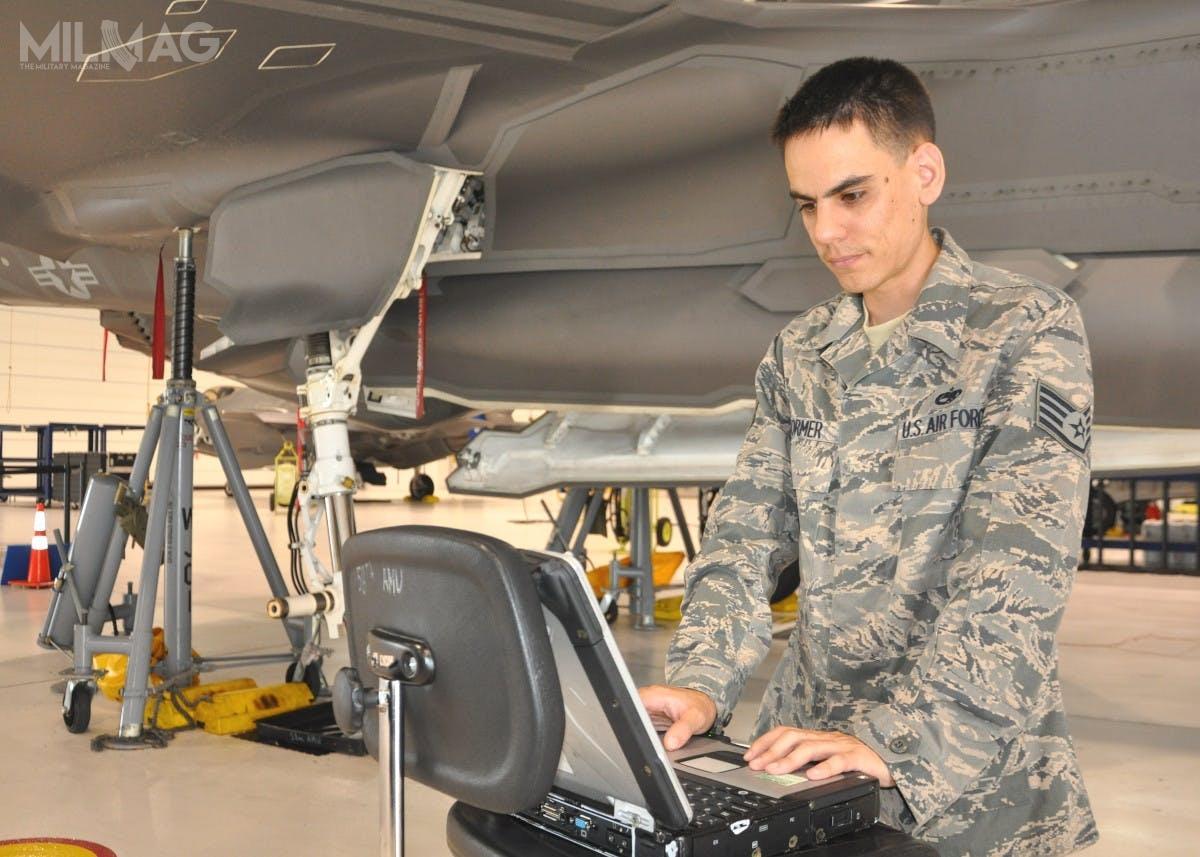 ODIN ma pozwolić naprzechowywanie danych wchmurze, dzięki czemu będą one dostarczane wczasie rzeczywistym dopersonelu obsługi technicznej. Jego działanie, wporównaniu zALIS, ma być efektywniejsze ipozwolić naobniżenie globalnych kosztów eksploatacyjnych samolotów F-35 / Zdjęcie: USAF