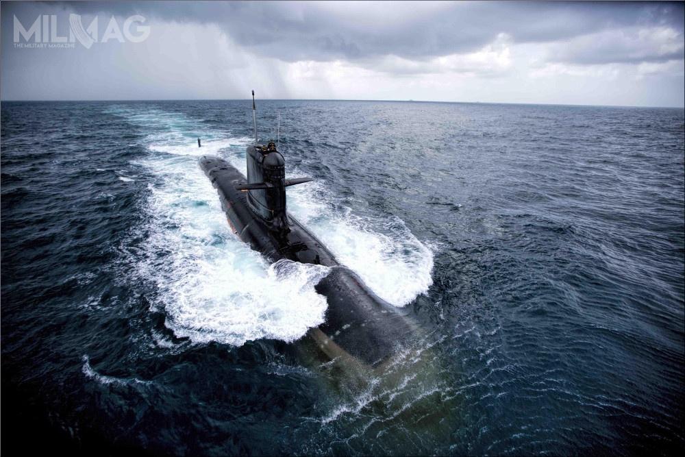 Okręt podwodny INS Kalvari (S21) typu Scorpène jest wsłużbie od17 grudnia 2017. Do2021 ma nastąpić dostawa pięciu pozostałych jednostek, budowanych wramach programu P75. Program okrętowy P75(I) ma pozwolić nazwiększenie potencjału do12 konwencjonalnych jednostek złącznie 18 planowanych, jakimi mają dysponować siły morskie. /Zdjęcie: Marynarka Wojenna Indii