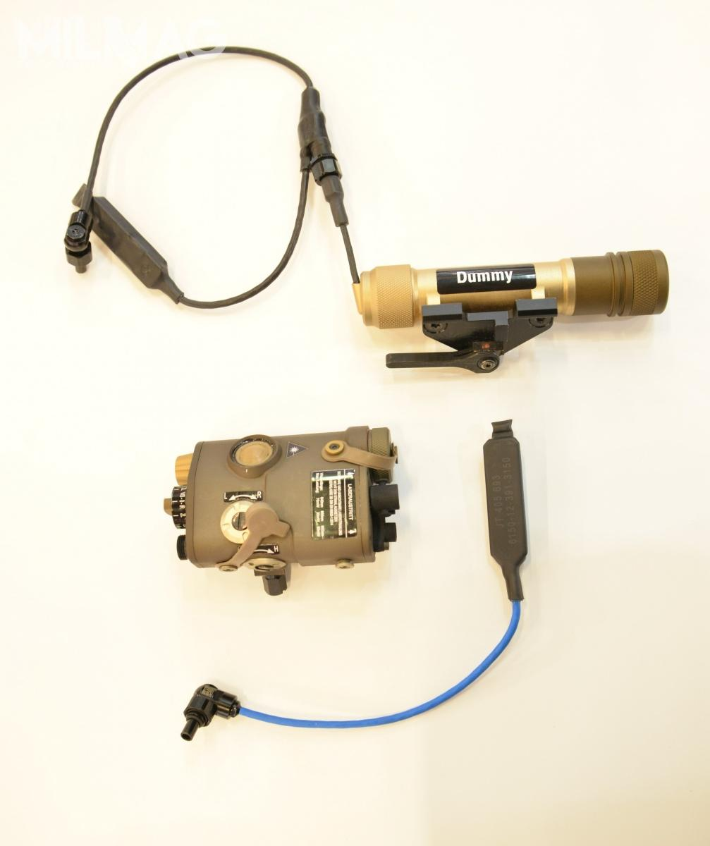Zestaw VTAL składa się zewskaźnika/doświetlacza, włącznika naprzewodzie orazopcjonalnej latarki.