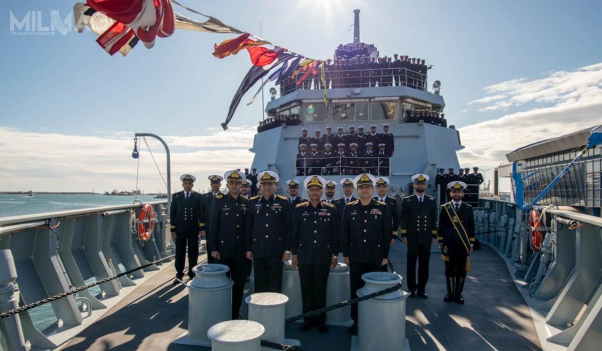 W ceremonii przekazania okrętu wzięli m.in.zastępca szefa sztabu pakistańskiej marynarki wojennej wiceadm. Muhammad Fayyaz Gilani orazzałoga okrętu
