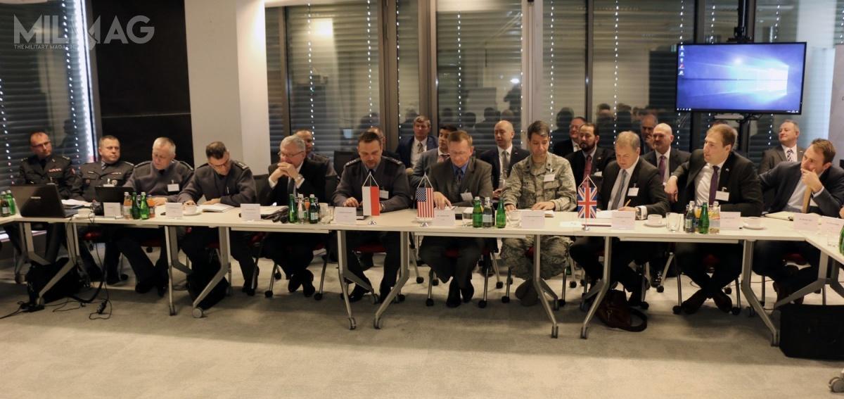 Podczas warszawskich rozmów poruszano temat m.in.możliwości integracji przyszłych systemów Wisła iNarew zamerykańskim zintegrowanym systemem dowodzenia obroną przeciwlotniczą iprzeciwrakietową