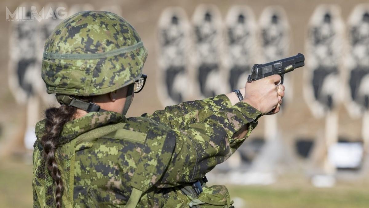 Kanadyjski Departament Obrony poinformował, żewlutym ma rozpocząć się otwarte postępowanie nadostawy 16 500 modułowych pistoletów dla sił zbrojnych Kanady zopcją nadalsze 20 tysięcy. Broń ma zastąpić 80-letnie Browningi HP. / Zdjęcia: Siły Zbrojne Kanady/Camden Scott