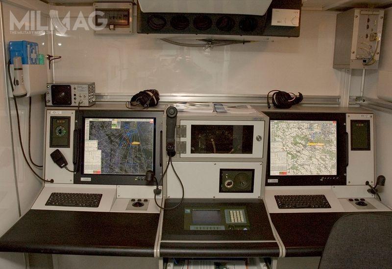Trenażer Radiolokacyjnych Zestawów Rozpoznania Artyleryjskiego Liwiec pozwoli naszkolenie nowych załóg orazdoskonalenie umiejętności wykorzystania bojowego iobsługi radaru przezobecne etatowe załogi. Od2010 Wojsko Polskie otrzymało łącznie 10 RZRA Liwiec, posadowionych napodwoziu Jelcz P.662D.35 / Zdjęcia: PIT-Radwar