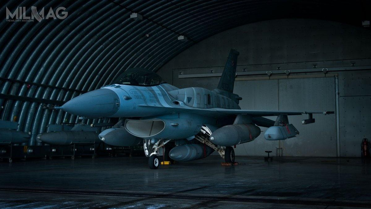 Siły Powietrzne RP zamówiły 40 pocisków AGM-158A JASSM ozasięgu 370 km, zktórychwiększość już dostarczono oraz70 pocisków AGM-158B JASSM-ER ozasięgu ponad 926 km, którychdostawy rozpoczną się prawdopodobnie po2020 / Zdjęcie: Krzysztof Nanuś, 31. Baza Lotnictwa Taktycznego