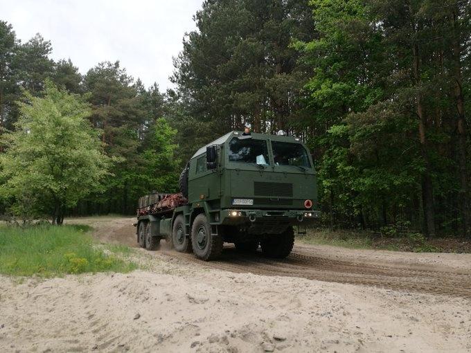 Samochody ciężarowe Jelcz będą odpowiednikami, wykorzystywanych wamerykańskich wojskach lądowych (US Army), ciągników itransporterów zrodziny Oshkosh HEMTT (Heavy Expanded Mobility Tactical Truck)