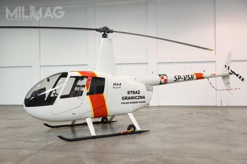 Czteromiejscowy R44 jest produkowany przezspółkę Robinson Helicopter Company od1992. Wlipcu 2002 wprowadzono typ Raven II, którywyposażono wnowoczesny silnik zwtryskiem paliwa iszersze łopaty wirnika, co pozwala nazwiększenie masy całkowitej ipułapu / Zdjęcia: KGSG
