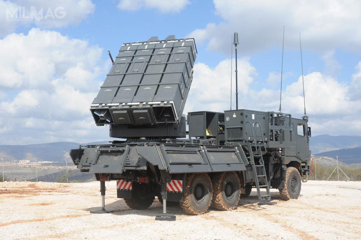 W zakresie obrony powietrznej Rafael eksponuje m.in.mobilny system obrony powietrznej krótkiego zasięgu SPYDER, wykorzystujący naprowadzane napodczerwień pociski rakietowe Derby iPython