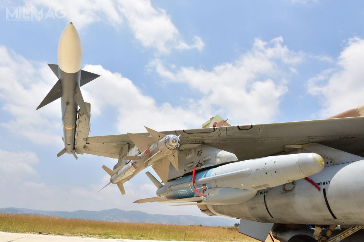 Spośród oferowanego uzbrojenia lotniczego, Rafael zaprezentuje wspomniane pociski Derby iPython, alewwersji lotniczej, szybujące bomby lotnicze zrodziny Spice owagomiarze 250, 1000 i2000 kg czypocisk rakietowy klasy powietrze-ziemia Rocks / Zdjęcia igrafika: Rafael Advanced Defense Systems