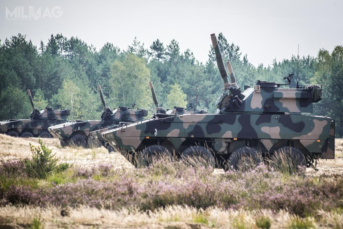 Jak dotąd Wojsko Polskie otrzymało 64 moździerze samobieżne M120K Rak (i24 AWD) napodstawie umowy z2016. W2019 zamówiono kolejne 16 egzemplarzy (wraz z9AWD). Trzecia umowa pozwoli nazwiększenie liczebności do122 moździerzy i53 artyleryjskich wozów dowodzenia (2moździerze trafia doCentrum Szkolenia Artylerii iUzbrojenia wToruniu)