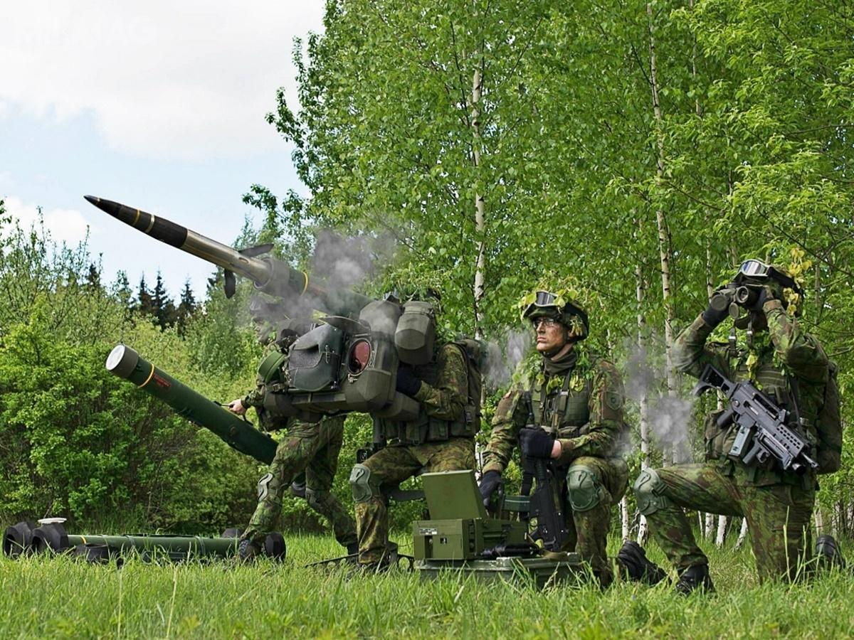 Litewskie siły zbrojne poinformowały ozamówieniu dodatkowych pocisków przeciwlotniczych Mk II dozmodernizowanych przenośnych zestawów rakietowych RBS 70 NG. Mają one zasięg skuteczny od220 do9000 m imogą trafić wcele latające nawysokości do5000 m / Zdjęcia: ADB Litwa/SZRL