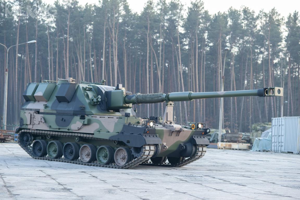 Dostawa dotyczy ośmiu 155-mm armatohaubic Krab wraz zpojazdami towarzyszącymi. Transport wyruszył zHuty Stalowa Wola wnocy 16 marca ibędzie przeznaczony dla 5. Lubuskiego Pułku Artylerii wSulechowie / Zdjęcia: HSW