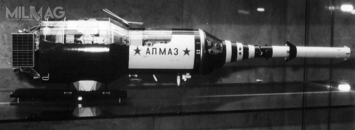 Co ciekawe, już wlatach 1960. władze ZSRR zleciły opracowanie broni służącej dosamoobrony stacji orbitalnych. Wytypowano dotego 23-mm działko automatyczne Nudelmann-Richter NR-23, które otrzymało oznaczenie R-23M Kartiecz. Wstyczniu 1975 było testowane nawojskowej stacji orbitalnej Salut-3 (Ałmaz-2). Miało ono szybkostrzelność teoretyczną do950 pocisków/minutę, zkolei prędkość wylotowa pocisków omasie 200 g wynosiła 690 m/s (2484 km/h), aich skuteczny zasięg 4km. Wczasie testów wystrzelono ok. 20 pocisków. Wygląd broni poraz pierwszy ujawniono podkoniec listopada 2015. / Zdjęcie: Archiwum NASA