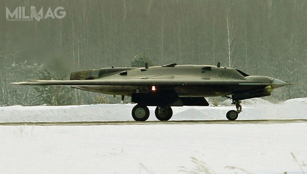 Pierwotnie prototypowy bbsl S-70 Ochotnik-B miał zostać oblatany w2018 iprzekazany MO FR dwa lata później. Konstrukcja S-70 bazuje nadoświadczeniach zdwukrotnie lżejszym prototypem bbsl MiG Skat (ros. płaszczka), rozwijanym od2005. Później prace nadnim zarzucono, jednak wewrześniu 2018 poinformowano owznowieniu. Nowe założenia taktyczno-techniczne mają być gotowe dokońca 2019, aprace nadzmodyfikowanym bbsl rozpoczną się w2020 / Zdjęcie: MO FR