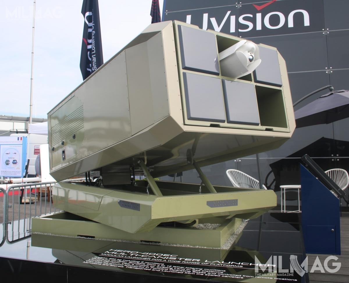 W Paryżu zaprezentowano wyrzutnię MCL wkonfiguracji zsześcioma kontenerami transportowo-startowymi, alezgodnie zinformacją producenta, wofercie będzie wyrzutnia zdolna doużycia od4do12 systemów amunicji krążącej Hero-400EC