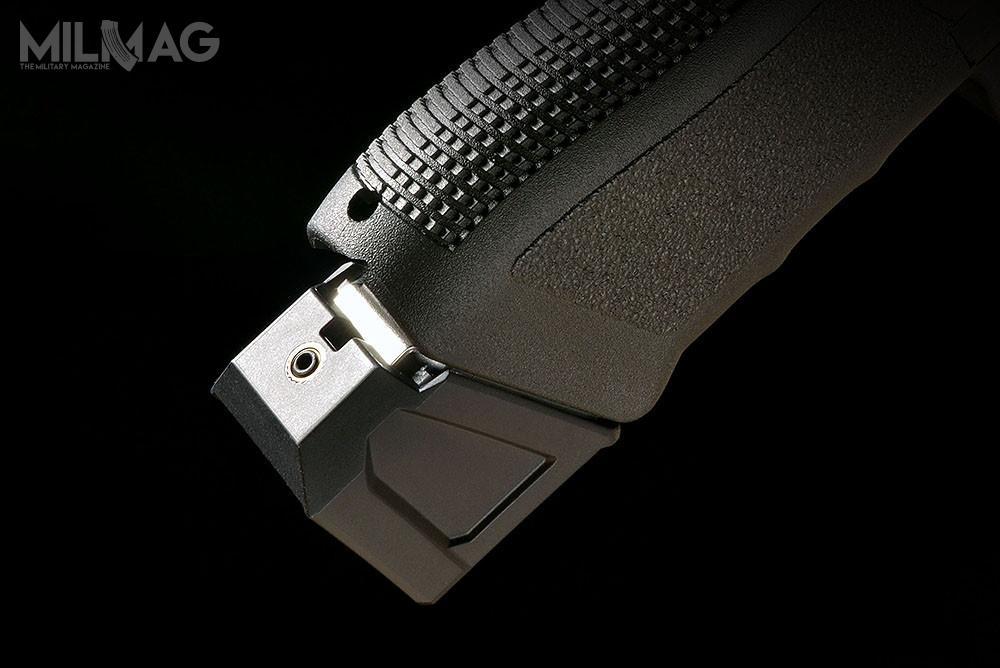 Stopki mieszczą 6nabojów 9mm x 19 lub 5nabojów .40 S&W imogą być używane zestandardowymi magazynkami pistoletów Glock 17 i22. Pasują tez dozamienników przedsiębiorstwa ETS. /Zdjęcia: SI