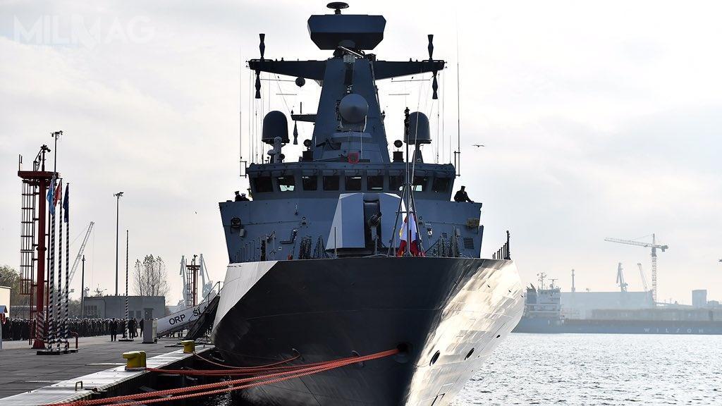 ORP Ślązak ma 95,37 m długości, 13,3 m szerokości, 9,35 m wysokości dopokładu otwartego, 4,2 m zanurzenia, 1800 t wyporności standardowej i2200 t pełnej. Uzbrojenie okrętu to76-mm armata automatyczna OTO Melara Super Rapid L/62, dwie 30-mm armaty Marlin-WS, cztery wyrzutnie pocisków przeciwlotniczych krótkiego zasięgu Grom icztery 12,7-mm wielkokalibrowe karabiny maszynowe ZMT WKM-Bm / Zdjęcia: Ministerstwo Obrony Narodowej