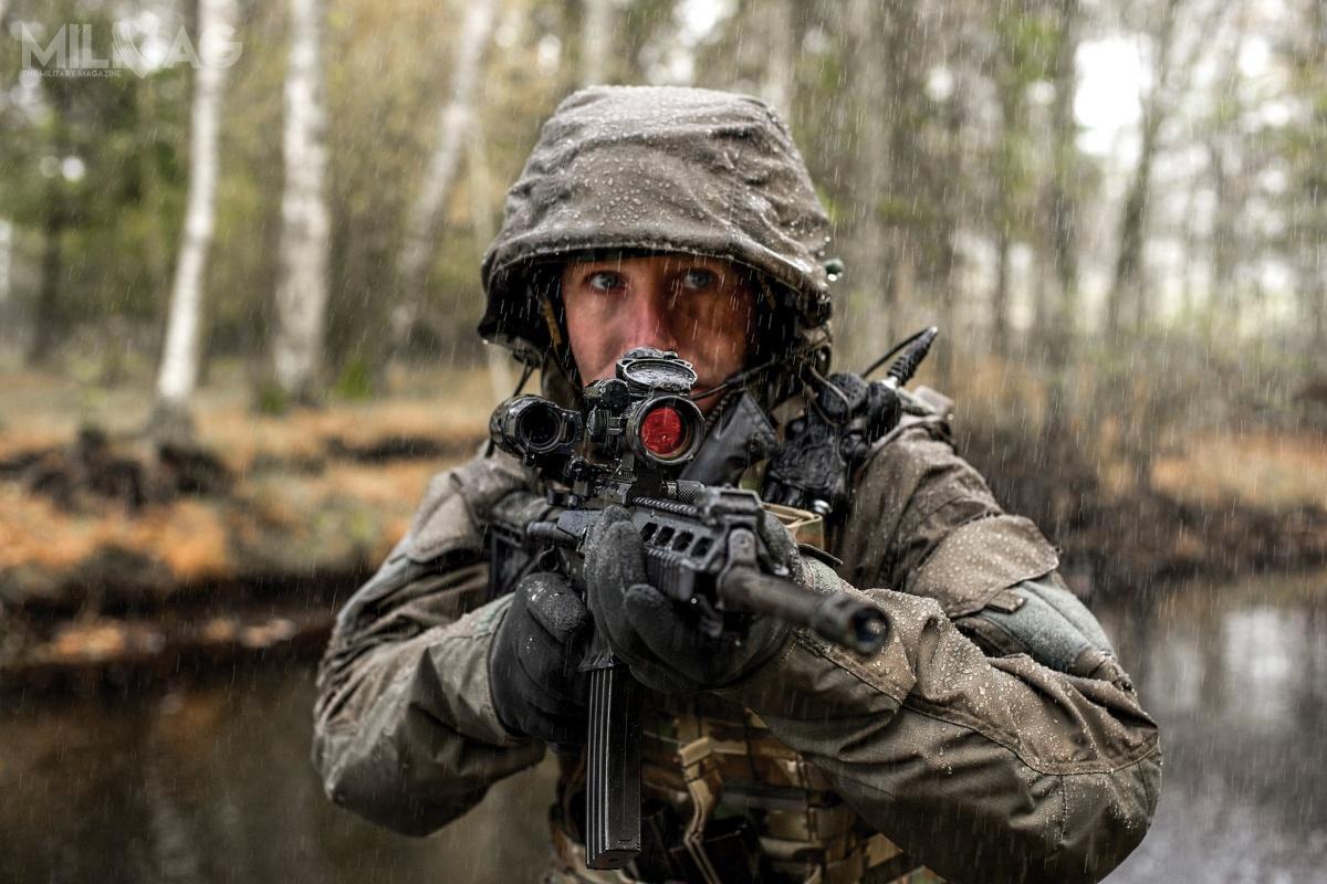 W postępowaniu nanastępcę karabinka G36 dla Bundeswehry rywalizują dwa przedsiębiorstwa – Heckler & Koch orazHaenel Defence (C.G. Haenel). Pierwsze oferuje znane karabinki HK416 iprototypowe HK433. Haenel proponuje model MK 556, stworzony przy współudziale byłych konstruktorów zH&K. Wwielu postępowaniach broń ta wygrywa zkonstrukcjami zOberndorfu. Dla przykład MK556 dostarczony przezspółkę UMO, trafił douzbrojenia polskich jednostek Policji, gdzie zastąpił HK416. / Zdjęcie: Haenel Defence