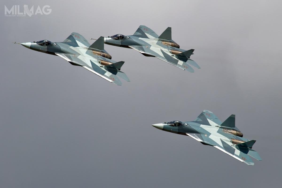 Su-57 rozwijany jest wramach programu Pierspiektiwnyj Awiacyonnyj Kompleks Frontowoj Awiacyi (PAK FA) od2002, oblot samolotu nastąpił w2010. Badania kwalifikacyjne myśliwca mają zakończyć się w2019 / Zdjęcia: Alex Beltyukov/RuSpotters Team