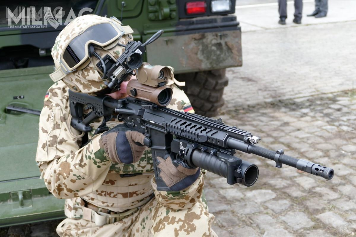 Jedną zproponowanych konstrukcji jest opracowany przezaustriacki Steyr-Mannlicher (jako STG556), aoferowany wNiemczech narynek wojskowy isłużb mundurowych przezRheinmetall karabinek RS556. Tomodel łączący wsobie cechy AR-15 iSteyr AUG, charakteryzujący się szybkowymienną lufą / Zdjęcie: Remigiusz Wilk