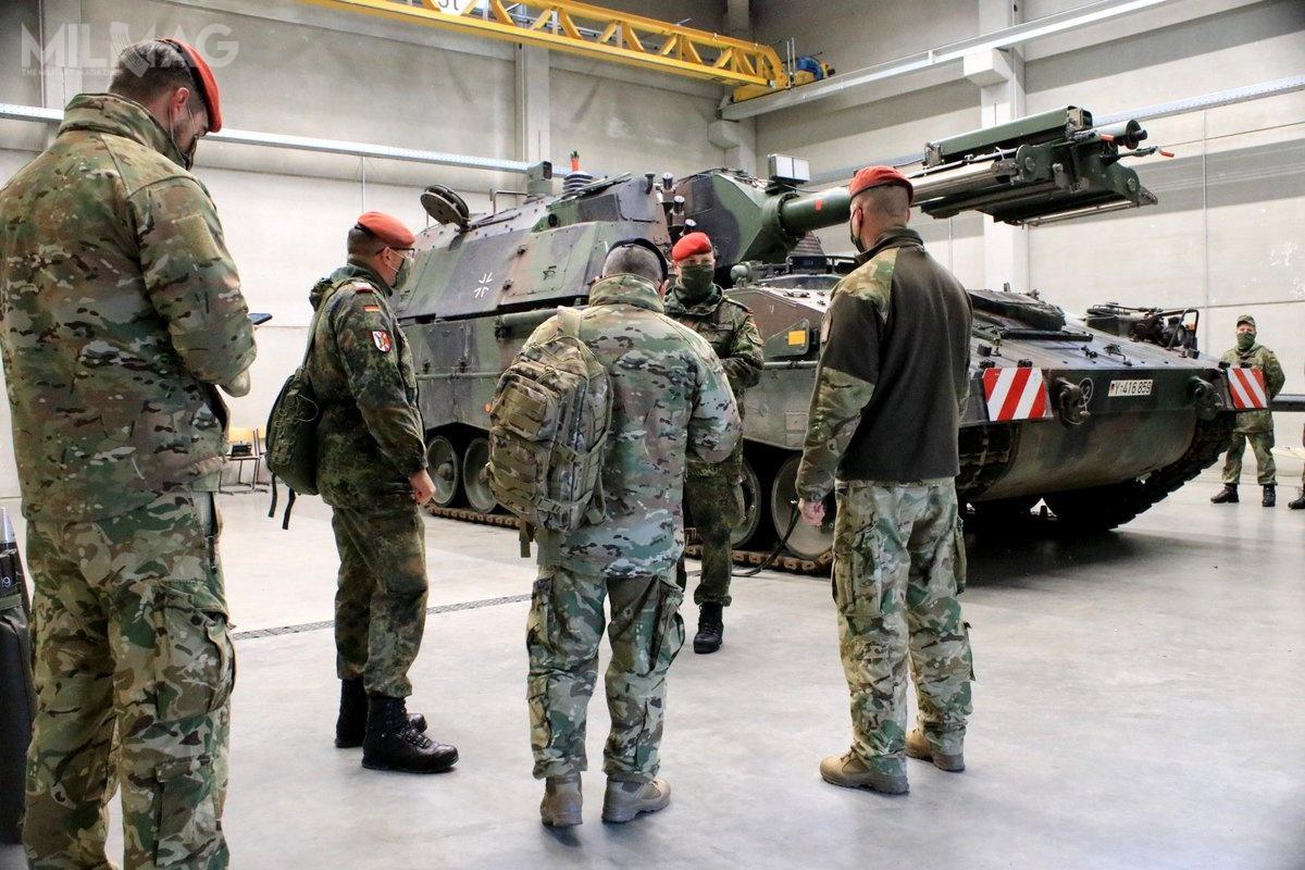 PzH 2000 została opracowana przezspółki KMW, MAK System Gesellschaft iRheinmetall dla Bundeswehry jako następca M109A3G. System został wyeksportowany także doWłoch, Grecji, Niderlandów, Szwecji (natesty), Kataru iChorwacji. W2018 użytkownikiem 21 zmodernizowanych armatohaubic została Litwa / Zdjęcia: Bundeswehra