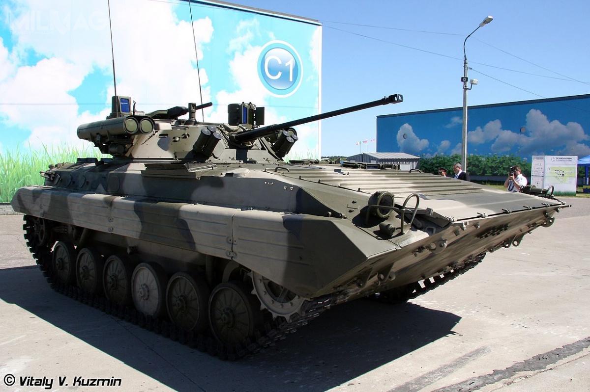 BMP-2M wyposażony wmoduł uzbrojenia B05Ja01 Bierieżok, ujawniony podczas Międzynarodowego Forum Technologii wMaszinostrojenii wŻukowskim podMoskwą czerwcu 2010. Podobny moduł mogą otrzymać zmodernizowane BMP-1