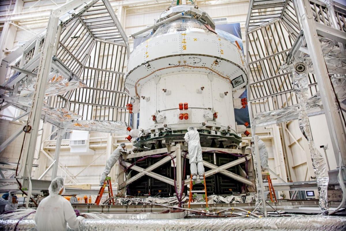 Na 18 kwietnia 2021 wyznaczono termin pierwszej, jeszcze bezzałogowej, misji kosmicznej statku Orion MPCV okryptonimie Artemis I, którazostanie wyniesiona zapomocą pierwszej superciężkiej rakiety nośnej SLS  / Zdjęcie: Airbus Defence and Space