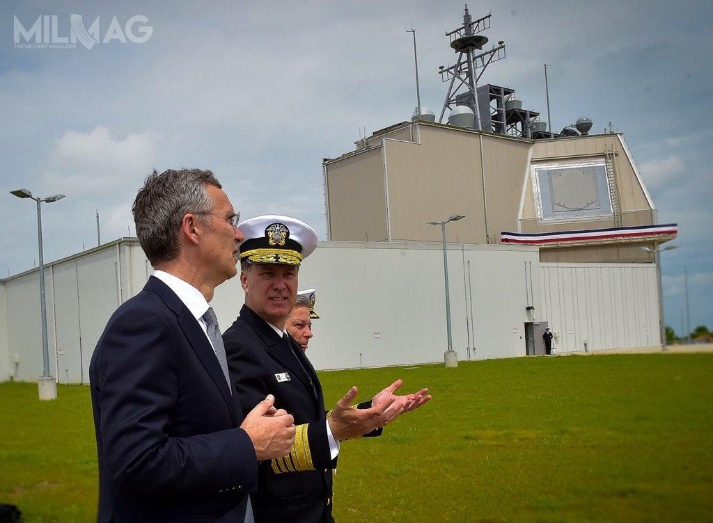Instalacja przeciwrakietowa AAMDS wNSF Deveselu stanowi realizację II fazę amerykańskiego programu European Phased Adaptive Aproach (EPAA). Została uruchomiona 18 grudnia 2015, awstępna gotowość operacyjna została ogłoszona wlipcu 2016. Instalacja składa się zradaru przeciwrakietowego AN/SPY-1D ikontenerowych wyrzutni dla 24 pocisków przechwytujących SM-3 Block IB wwersji Threat Upgrade / Zdjęcie: Departament Obrony USA