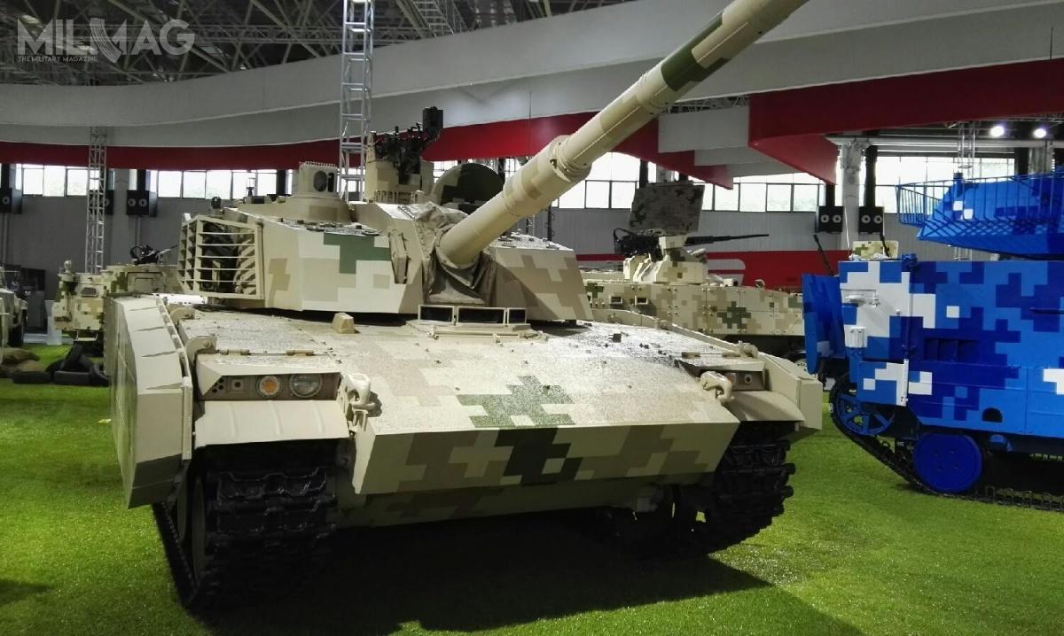 Typ 15, czyteż VT-5 powstał pierwotnie naeksport. Jednak wycofanie zesłużby w2013 lekkich czołgów typ 62 umożliwiło dostawy nowego pojazdu dochińskich sił zbrojnych