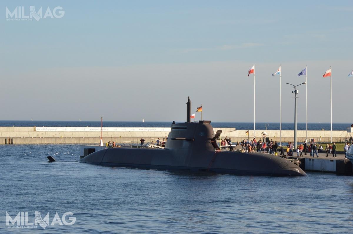 Typ 212A są pierwszym naświecie okrętami podwodnymi znapędem opartym obaterie akumulatorowe isystem ogniw paliwowych. Jednostki tego typu są użytkowane również przezWłochy. Mają po56/57,2 m długości, 6,8 m szerokości i1830 t wyporności podwodnej. Zasięg wynosi 8000 mil morskich przy prędkości 8w. (prędkość maksymalna to20 w.). Załogę stanowi 5oficerów i22 marynarzy / Zdjęcie: Michał Szafran