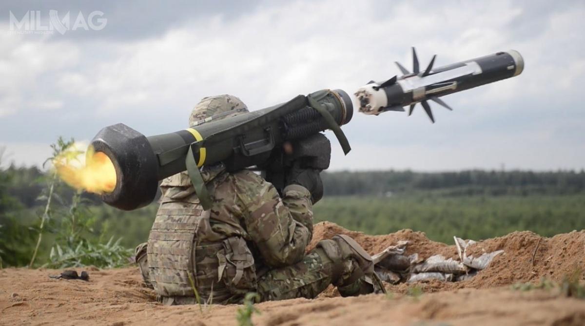 """FGM-148 Javelin toręczny przeciwpancerny pocisk kierowany typu """"wystrzel izapomnij"""", któryw1996 zastąpił pociski M47 Dragon wamerykańskich siłach zbrojnych / Zdjęcie: US Army"""