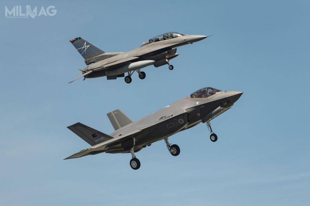 Turcja deklarowała zakup nawet 120 samolotów konwencjonalnego startu F-35A oraz12 krótkiego startu ipionowego lądowania F-35B. Niemniej zakup rosyjskich zestawów S-400 Triumf narusza rozdział 231 ustawy Oprzeciwdziałaniu przeciwnikom Ameryki poprzez sankcje (Countering America's Adversaries Through Sanctions Act, CAATSA) / Zdjęcie: Lockheed Martin