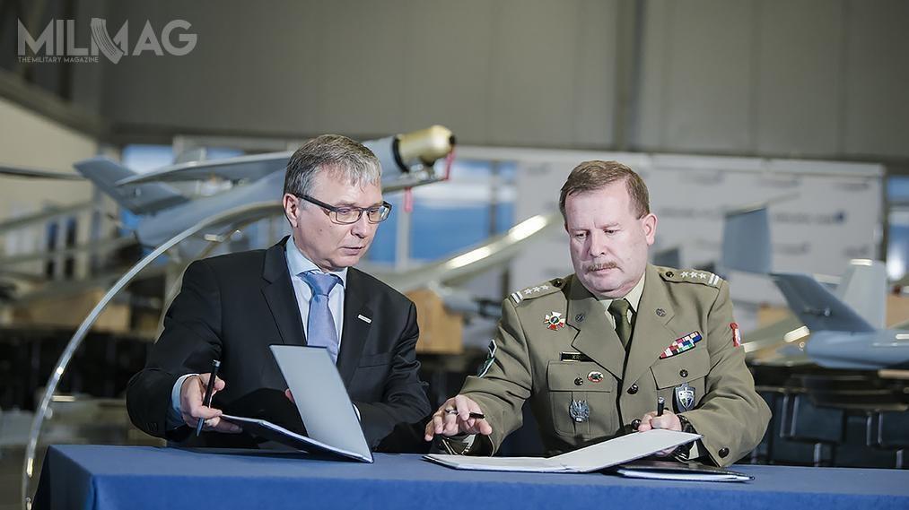 Umowa na1000 bezzałogowców została podpisana pomiędzy reprezentującym MON  płk Mirosławem Krupą aPrezesem Grupy WB Piotrem Wojciechowskim. Wartość kontraktu wynosi ponad 100 mln złotych
