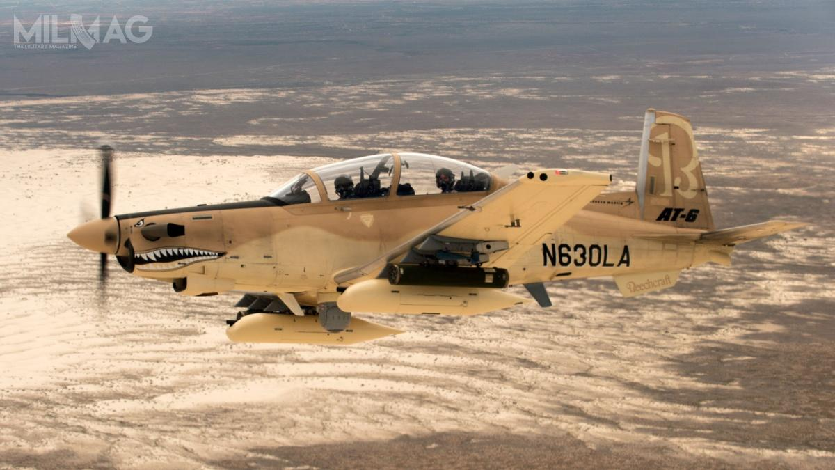 Szkolne/bojowe T-6C/AT-6C mają po10,16 m długości, 10,19 m rozpiętości skrzydeł i2948 kg maksymalnej masy startowej. Prędkość przelotowa wynosi 510 km/h, zasięg 1700 km, apułap praktyczny 9400 m / Zdjęcie: Textron