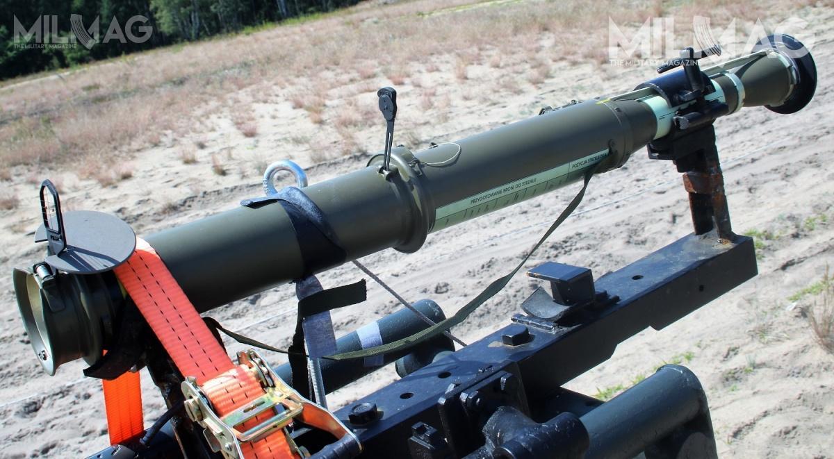 GROM podpisał umowę nadostawy czeskich granatników przeciwpancernych RPG-75-M zkatowickim przedsiębiorstwem Works 11. Przebijalność jednolitego pancerza podawana przezproducenta dla RPG-75-M wynosi 300 mm, zasięg 300 m. Pocisk uzbraja się poprzeleceniu 4-12 m / Zdjęcia: Mariusz Kluczyński