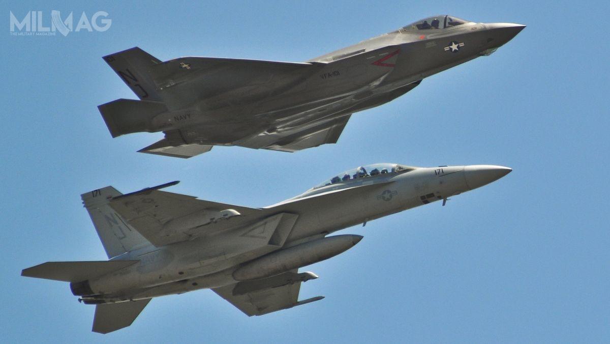 Departament Stanu USA wydał zgodę nasprzedaż doSzwajcarii samolotów wielozadaniowych F/A-18E/F Super Hornet lub F-35A Lightning II / Zdjęcie: Mjr Karen Roganov, USAF