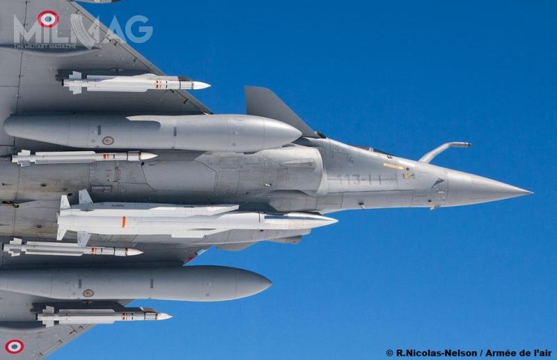 ASMP-A ma 5,38 m długości, 300 mm średnicy i860 kg masy startowej. Jest napędzany silnikiem strumieniowym zpoddźwiękową komorą spalania napaliwo ciekłe. Wwersji bojowej zostanie wyposażony wgłowicę jądrową nowej generacji TNA omocy 300 kT / Zdjęcia: Armée de l'air