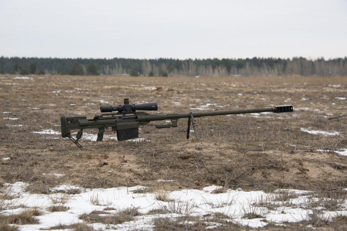 Długość całkowita broni to2000 mm, masa karabinu wynosi 22,5 kg (bezmagazynka) lub 25 kg (zzaładowanym magazynkiem). Alligator wyposażono wchromowaną lufę długości 1200 mm oośmiu bruzdach oskoku 419 mm. / Zdjęcia: MO Ukrainy